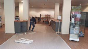 On fait des travaux de rénovation au magasin RCB Informatique de Versailles