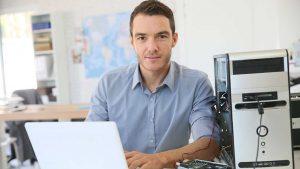 Nos techniciens informatiques assurent le dépannage informatique pour les entreprises et les particuliers