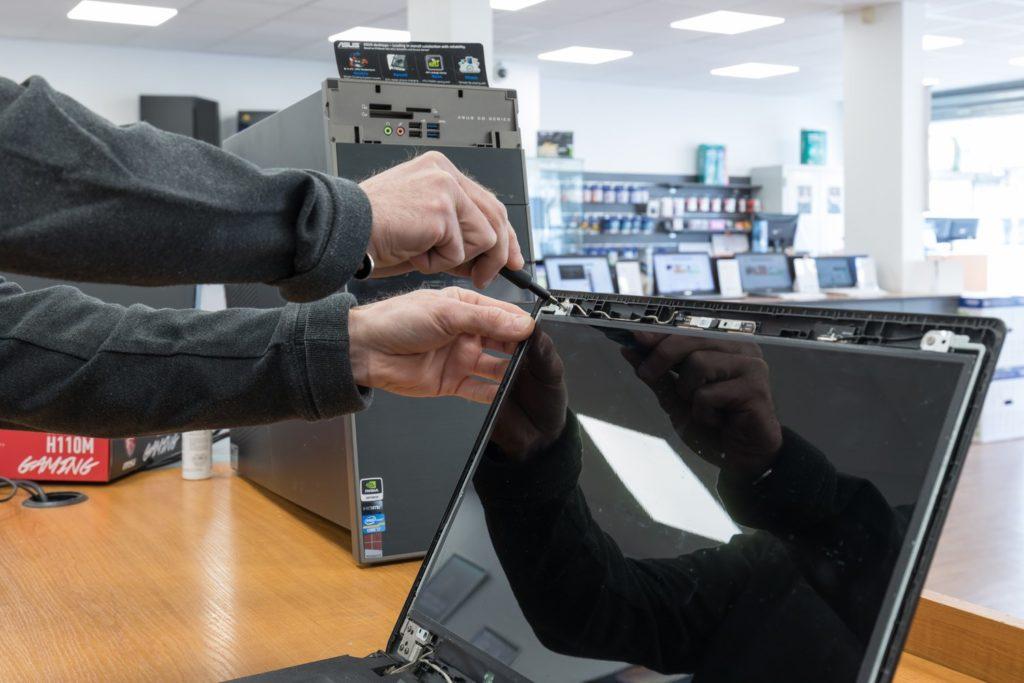 Reparation ordinateur PC et Apple Mac dans nos ateliers de Versailles et Saint Quentin en Yvelines